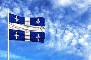 ciel et drapeau du Québec