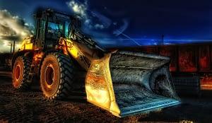 un tracteur jaune pour travailler au Canada