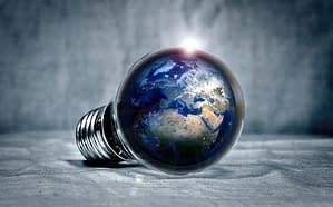 planète terre à l'intérieur d'une ampoule