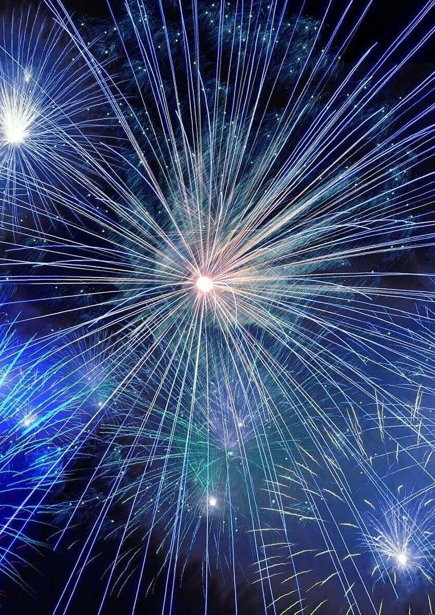feux d'artifice bleu et blanc